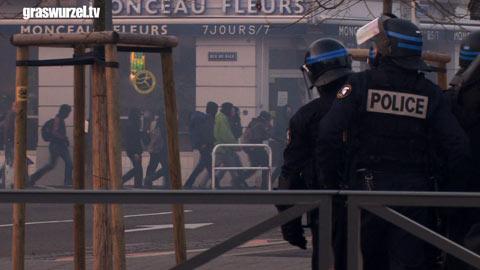 Blockade-Aktion gegen NATO-Geburtstag