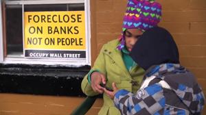 Obdachlose Familie besetzt gepfändetes Haus in Brooklyn