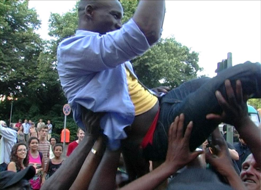 Demo gegen rassistische Attacken auf Geflüchtete und rassistischen Polizeieinsatz im Refugee Protest Camp