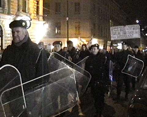 Donnerstags-Demo zum Opernball 2002