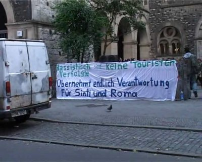 random video: Roma-Familien in besetzer Kirche in Berlin
